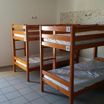 Cama en habitación compartida